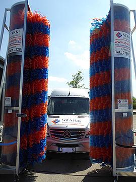 Stark Reinigungsgeräte GmbH - Durchfahrwaschanlage für Züge, Zugwaschanlage